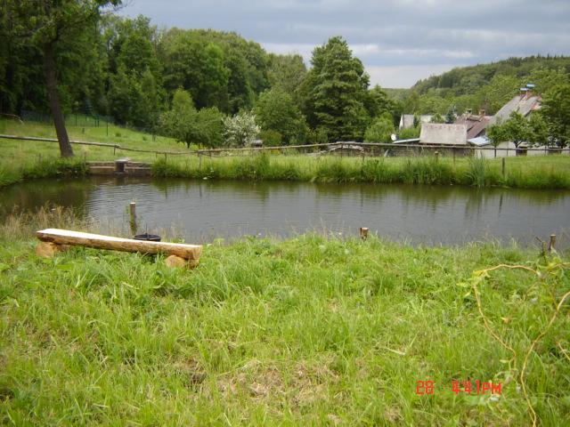 Chalupa Hegerovi - rybník na zahradě